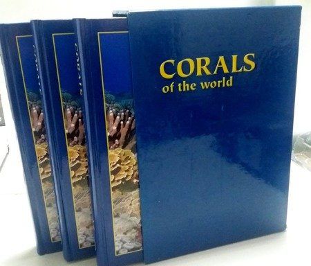 Corals of the World (3 tomy)